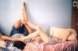 couple-friends-girl-guy-kick-Favim-485x320