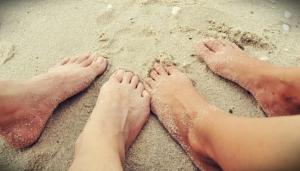falling-in-love-feet