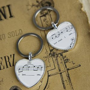normal_upcycled-music-love-sheet-keyrings-set