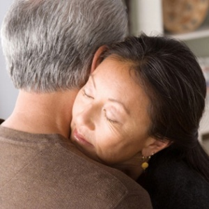 woman-comforting-man-2-article