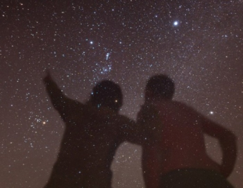 couple-staring-at-the-stars-600x399 EDIT