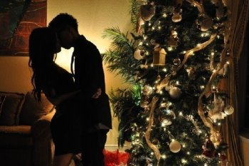 christmas-christmas-tree-couple-indie-kiss-Favim_com-278670