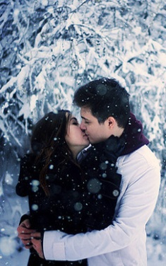 kissingcouplephotographysnowtreeswinter-6ed78a33a7c11af4110579968684e1aa_h_largeEDIT