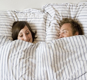 couple-laughing-in-bed-smiling-happpy-funny 01