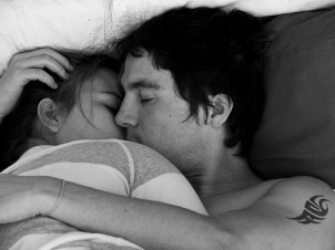 black,and,white,couple,love,bed,hug,sleeps-c819e33449e5035d7e034a9e4bb18440_h (1)