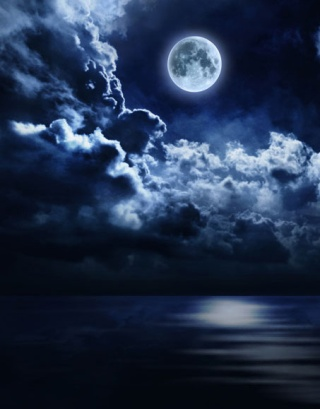 full-moon-in-night-sky-over-water2